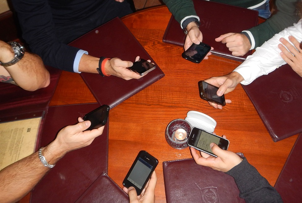 phones-613215_960_720