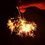 手持ち花火で真夏の夜を楽しみたいなら花火の選び方と遊び方を知ろう