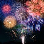 夏に花火大会の開催が多いのはなぜ?打ち上げ花火の種類とマナーとは