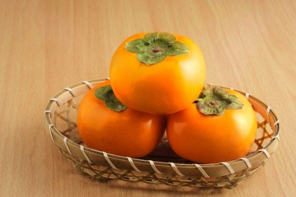 秋の味覚!旬な柿の栄養と効能とは?柿は食べ過ぎると良くないの!?
