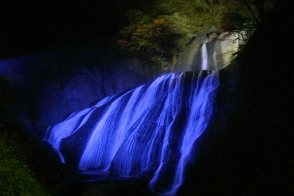 袋田の滝:紅葉と滝のライトアップ/茨城県
