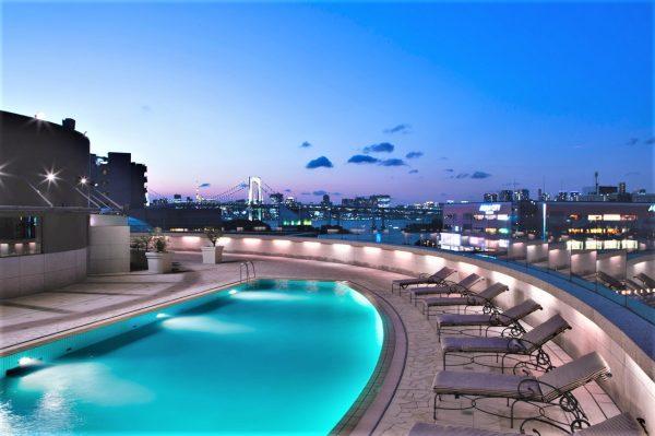 グランドニッコー東京 台場:のんびりと夜景を満喫できるナイトプール!