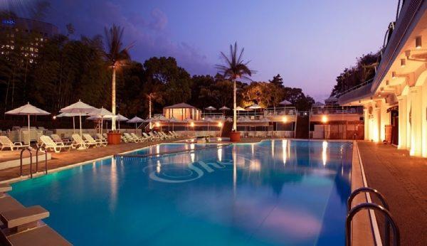 ホテルニューオータニ:セレブ気分を味わえるナイトプール!