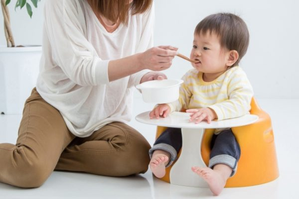 離乳食初期はどんなスケジュールの進め方!?時間や量の目安とは?