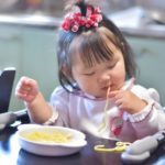 離乳食後期の手づかみ食べはいつから!?おすすめ手づかみメニュー例